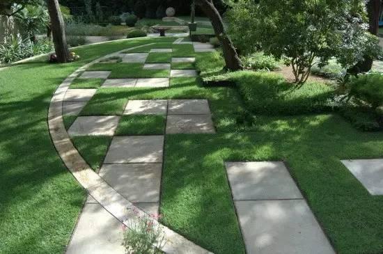 草坪与其他景物搭配